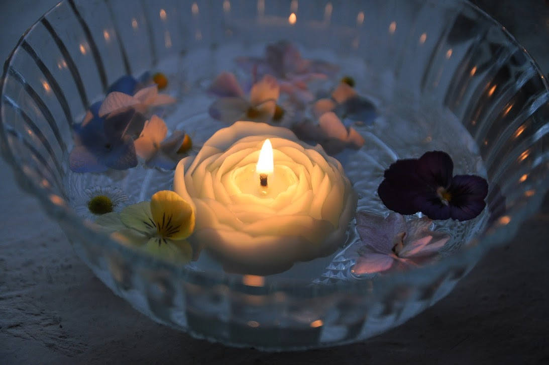 rose-floating-candle